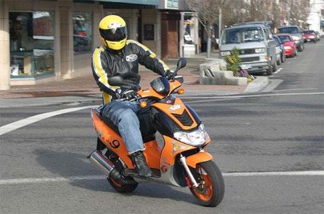 Мопед (скутер)